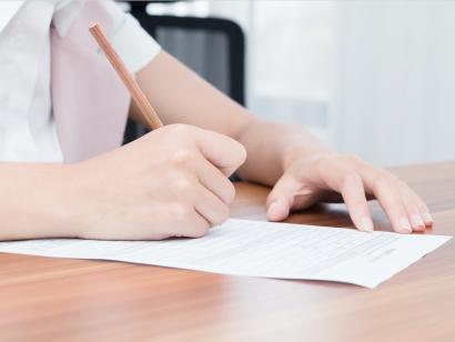 签证申请表可以找人替写吗?